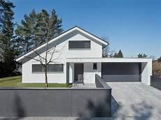 Moderne H U00e4user Satteldach Mit Garage Emphit