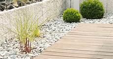 terrassenumrandung mit pflanzen terrassenbau garten und landschaftsbau