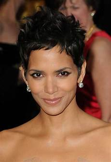 halle berry short haircuts 20 best halle berry pixie cuts short hairstyles 2018 2019 most popular short hairstyles