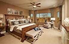 schöne farben fürs schlafzimmer kuscheliges bett mit massivem holzgestell beruhigende