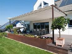 sonnenschutz garten terrasse gartenterrasse mit sonnensegel wasserbecken velusol