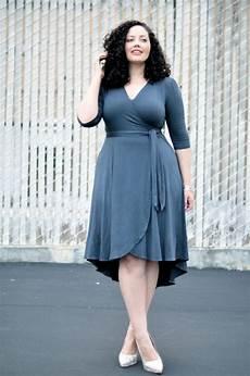 Robe Moderne En Bleu Pour Femme Ronde Corps Que Je Veux