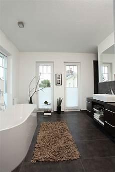 badezimmer fußboden bilder badezimmer mit freistehender badewanne stadtvilla