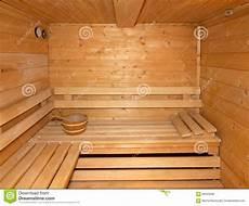 petit sauna en bois finlandais 224 la maison photo stock