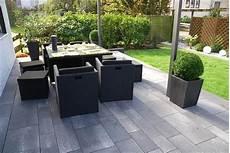 Moderne Terrasse Aus Linaro Pflaster Und Allesio Stufen In