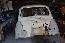 additif essence voiture ancienne restauration caisse renault 4l 1 sortie de grange