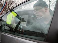 Autoscheiben Reinigen Brennspiritus - mit babypuder und waln 252 ssen hausmittel zur autopflege im
