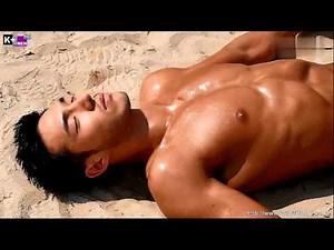 Kaley Cuoco Nude Topless