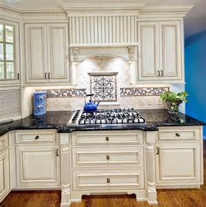 Backsplash Ideas For Antique White Cabinets by Antique White Cabinets With Backsplash Home Design Ideas
