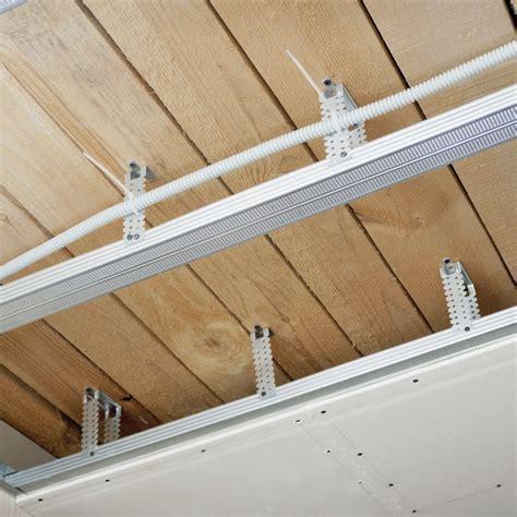 le de plafond pour chambre voliges contre plaqué latte fibres quels matériaux