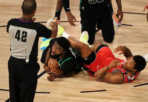 Celtics roll in Game 5, take 3-2 series lead on Raptors