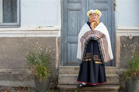 Kuldīgas tautas tērps | Fashion, Academic dress, Dresses