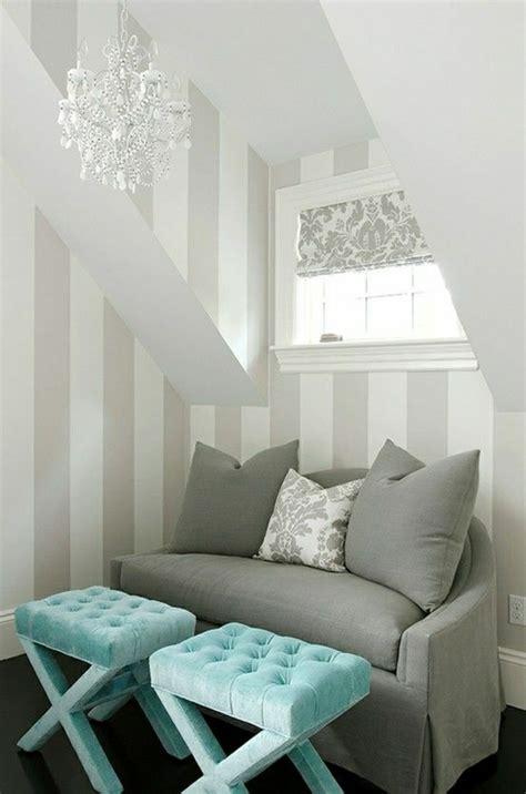 intérieur et canapé canapé gris intérieur moderne lustre baroque de couleur