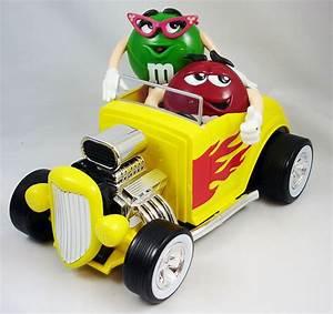 Voiture P : distributeur de bonbons m m 39 s rouge et verte en voiture ~ Gottalentnigeria.com Avis de Voitures