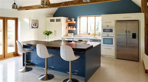 peinture cuisine bleu quelle couleur de mur pour une cuisine et quels codes déco