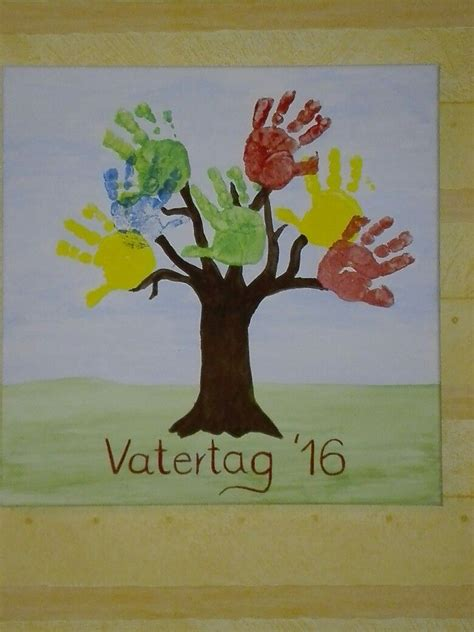 vatertagsgeschenke kindern vatertagsgeschenk aus fingerfarben baum mit kinderh 228 nden auf einem keilrahmen gifts