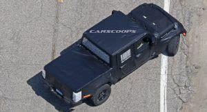 jeep scrambler pickup  arrive  dealerships