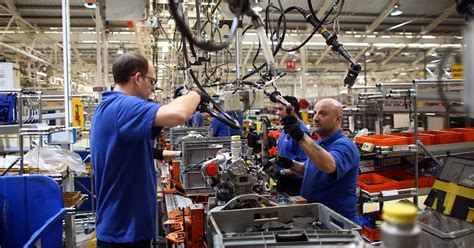 UK manufacturers report strongest export growth since late ...
