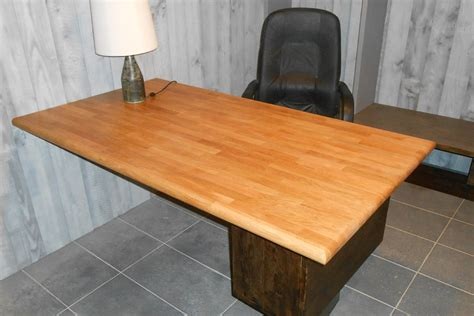 bureau en chene fabrication bureau sur mesure avec plateau en chêne pré