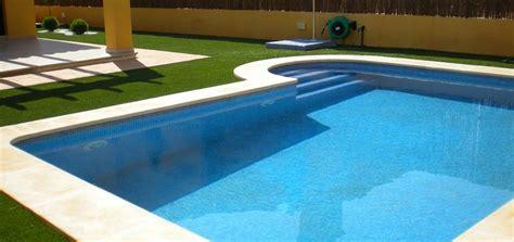 erba finta da terrazzo prato sintetico su terrazzo per creare il tuo giardino di casa
