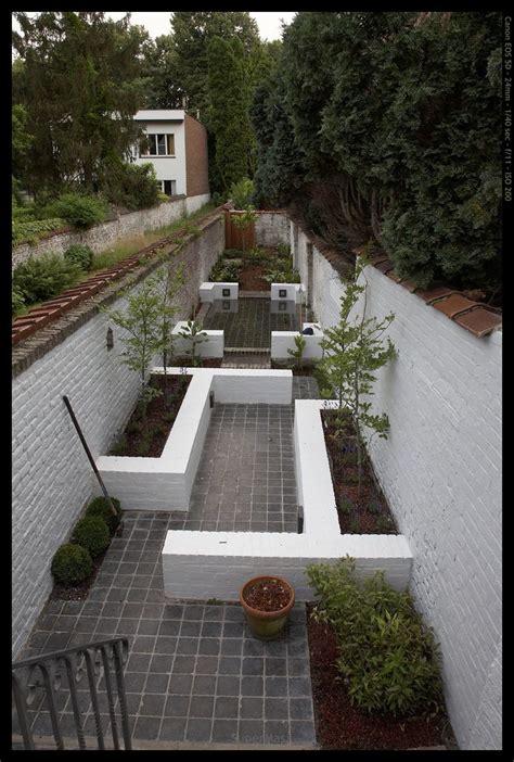 long narrow garden   points  interest