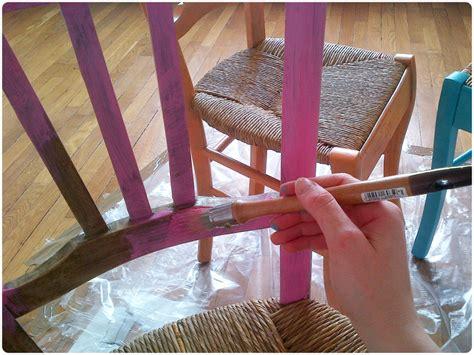 peindre une chaise en bois peindre des chaises en bois maison design mochohome com
