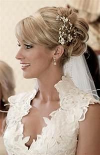 accessoire cheveux mariage 50 idées pour votre coiffure mariage cheveux mi longs archzine fr