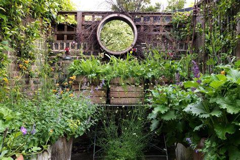 Small garden ideas & small garden design   House & Garden