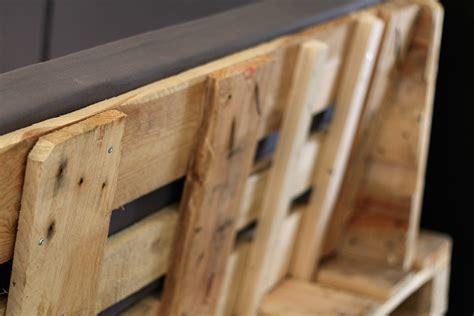 canapé en palette plan tuto un canapé d angle en palettes