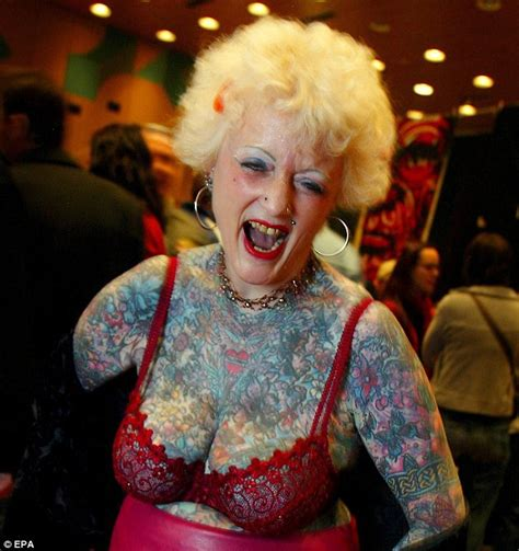 world s most tattooed pensioner isobel varley dies aged 77 daily mail online