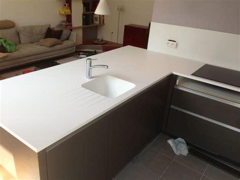 table de cuisine en marbre plan de travail en corian blanc