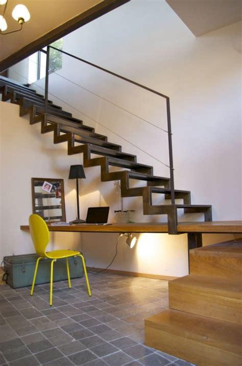 pipe sous le bureau créer un coin bureau sous l 39 escalier habitatpresto