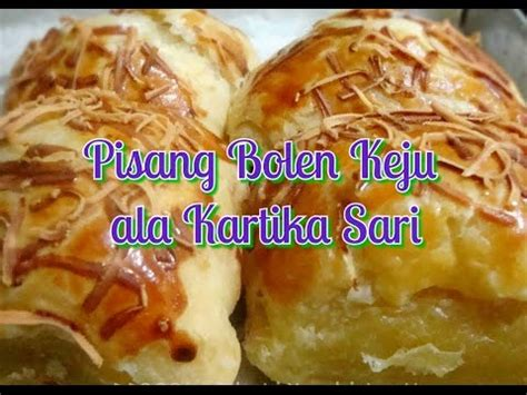 Bolen pisang kerap disajikan dengan topping coklat meses atau keju sehingga rasanya semakin nikmat. Resep Pisang Bolen Keju ala Kartika Sari - YouTube