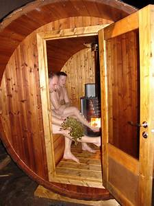 Sauna Mit Holzofen : bambino praktische und kompakte fasssauna saunaraum und vordach badetonnen und saunen aus holz ~ Whattoseeinmadrid.com Haus und Dekorationen