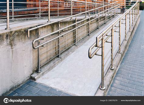 corrimano disabili modo concreto ra con corrimano acciaio inox supporto