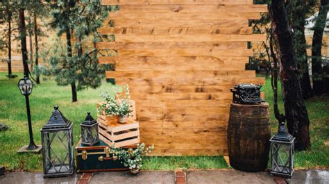 Diy Rustic Backdrop by Diy Photo Booth Ideas For Your Next Shindig Diy Projects