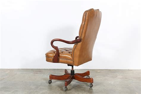 style tufted leather swivel office chair