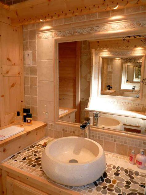 pleins feux sur les salles de bains meubles en bois massif deco montagne amenagement style