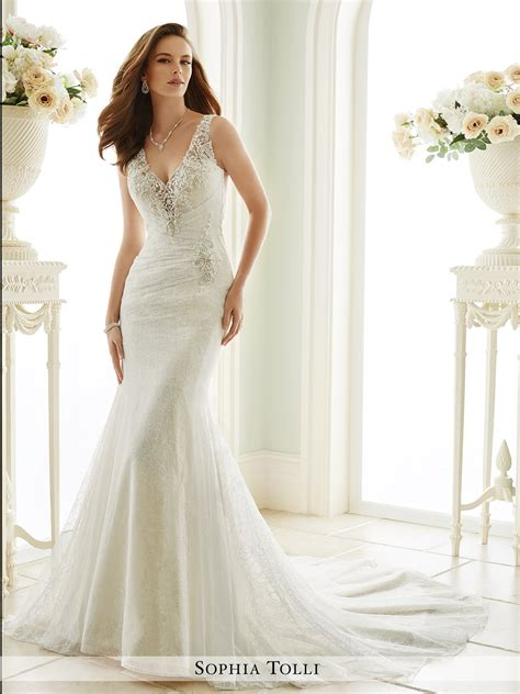 V Neck Dresses To Wear To A Wedding