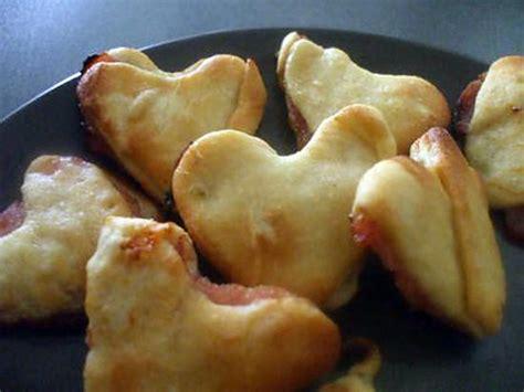 que faire avec de la pate a pizza recette de quot friands en coeurs faits avec restes de p 226 te de la pizza express au thon