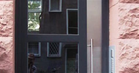 Einfamilienhaus Eine Sichere Haustuer Massarbeit Vom Schreiner by Einfamilienhaus Eine Sichere Haust 252 R Ma 223 Arbeit Vom