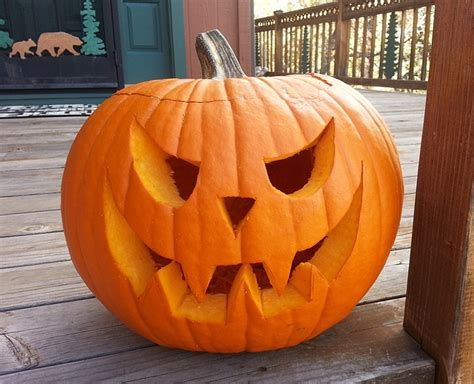 kostenloses foto geschnitzte kuerbis oktober