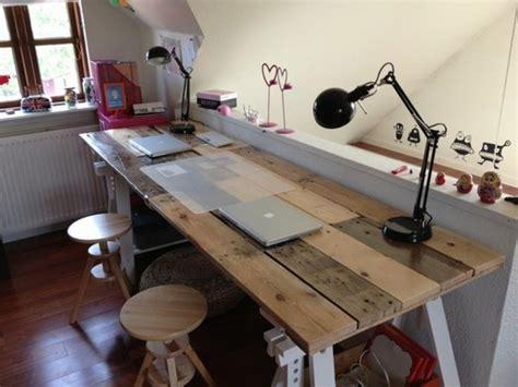 fabriquer bureau soi m e bureau en palette modèles diy et tutoriel pour le