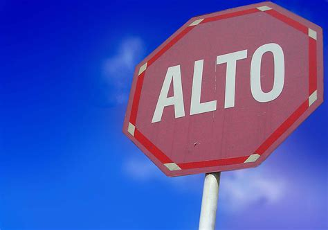 A Guide to 'Alto', the Spanish Word for Stop