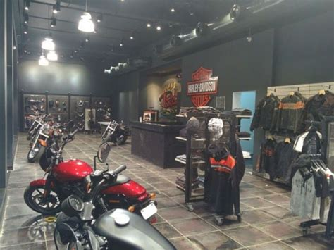 harley davidson opens  showroom  nagpur zigwheels