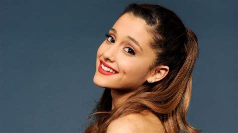 Cute Smile Of Ariana Grande Popular Celebrity Photo