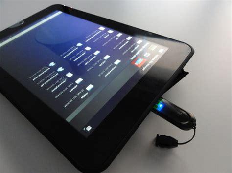 tablette tactile avec port usb test de la toshiba thrive 10 at100 un ovni du design avec sa coque en caoutchouc
