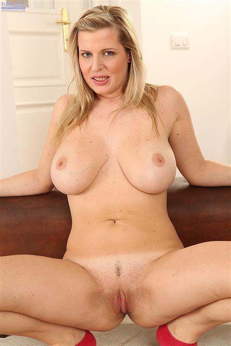 Bitchy Milf Britney Fondle Her Twins And Punani Milf Fox