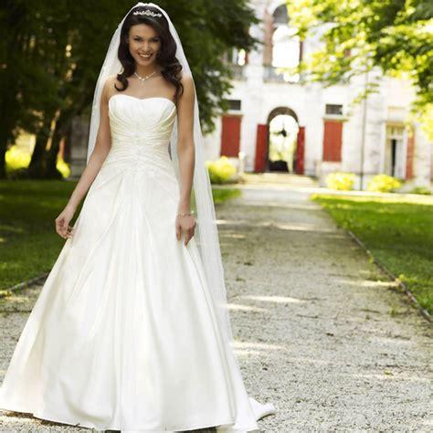 les styles de robes de mariee crinoline empire fourreau