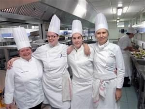 Tenue De Cuisine Femme : pourquoi les femmes pl biscitent le m tier de cuisinier ~ Teatrodelosmanantiales.com Idées de Décoration